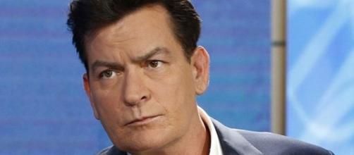 """Charlie Sheen é um dos """"memes"""" de maior sucesso na internet e tem HIV"""