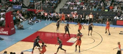 Connecticut picked up its sixth-straight win as they defeated the Dream in Atlanta on Tuesday night. [Image via WNBA/YouTube]