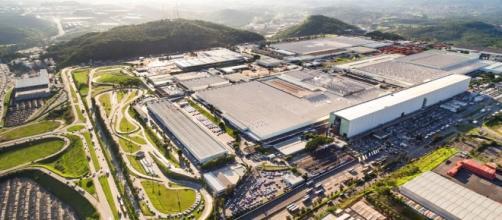 Fábrica da FCA, em Betim: enquanto Brasil se desindustrializa, governo chinês impulsiona ofensiva global de US$ 1,5 trilhão, nos próximos 10 anos