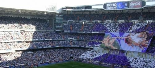 Real Madrid fans display from commons.wikimedia.org