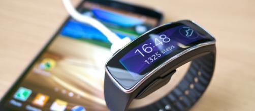 Samsung Gear Fit smartwatch - Kārlis Dambrāns (Flickr)