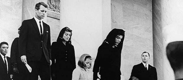 Kto i dlaczego mógłby pragnąć, by Melania Trump przeżyła męczarnie Jackie Kennedy, wdowy po zamordowanym prezydencie? (unrestricted access)