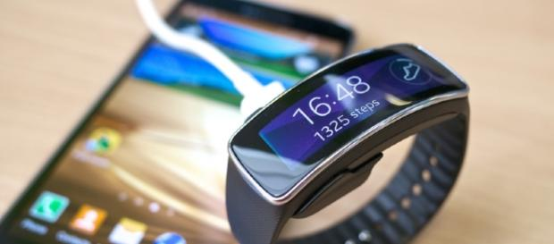 Samsung Gear Fit smartwatch - Kārlis Dambrāns (Flickr)