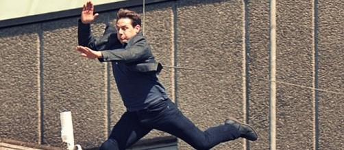 Ator Tom Cruise sofreu um acidente enquanto grava cena de ação para ''Missão Impossível 6'' (Foto: Captura de vídeo)