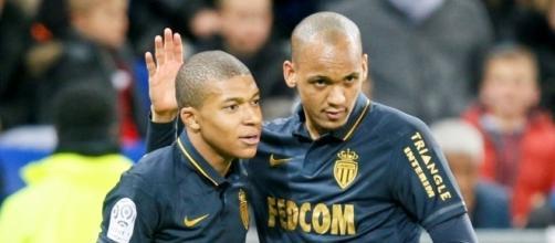 Monaco: Altercation Mbappé-Fabinho ? (vidéo) - Football - Sports.fr - sports.fr
