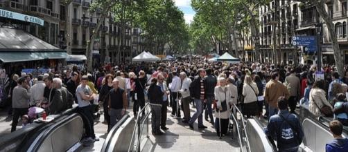 This image gives an idea of how crowded La Rambla may have been during the attack in Barcelona [Image: Wikimedia by JT Curses/CC BY-SA 4.0]