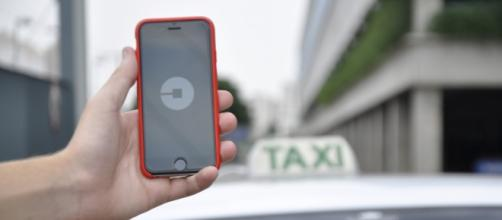 Uber will face penalties if it does not follow the new regulations. [Image via Flickr/Núcleo Editorial]