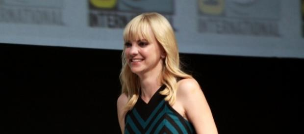 "Anna Faris speaking at the 2013 San Diego Comic Con International, for ""Cloudy with a Chance of Meatballs 2"" - Flickr/Gage Skidmore"