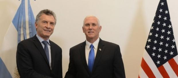 Argentine President Mauricio Macri welcomes Vice President Mike Pence (Photo: Courtesy Casa Rosada - Argentine Government)