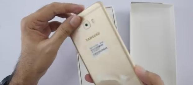 Samsung - Image via Geekyranjit/YouTube screenshot