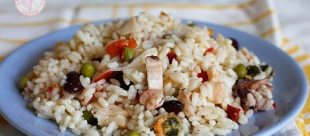 Primi piatti, l'insalata di riso: imperdibile in queste giornate.
