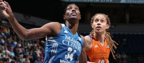 The Minnesota Lynx have qualified one of the eight WNBA Playoff spots while the Phoenix Mercury still need to. [Image via WNBA/YouTube]