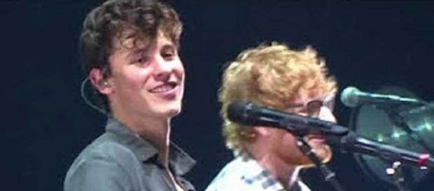 "Ed Sheeran surprises Shawn Mendes with a duet of ""Mercy"" on stage. Screencap kimber kimbertimber/YouTube"