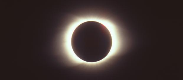 Picture of a solar eclipse (Total solar eclipse of March 9 1997 via Wikimedia commons)