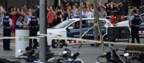 Dezenas de pessoas ficaram feridas e 14 morreram no ataque terrorista em Barcelona