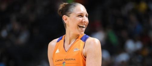 Diana Taurasi scored 25 points in Friday night's Phoenix Mercury win over the Washington Mystics. [Image via WNBA/YouTube]