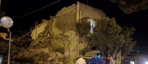 Terremoto Ischia, estratto vivo padre dei tre fratellini intrappolati sotto le macerie- cilentonotizie.it