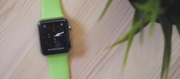 Smart watch Image via MacRumors/YouTube screenshot