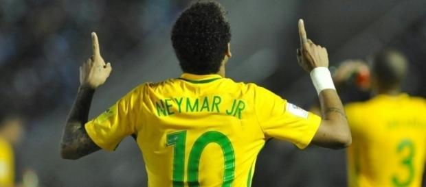 Neymar celebra gol y triunfo de Brasil.