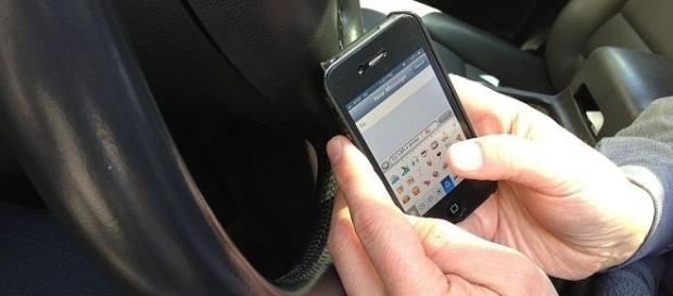 Texting while Driving (Credit – Intel Free Press – wikimediacommons)