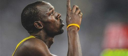 El jamaicano Usain Bolt en una competencia de atletismo, festejando su triunfo.