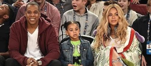 JAY-Z, Blue Ivy and Beyonce at basketball game [Image: Entertainment Tonight/YouTube screenshot]