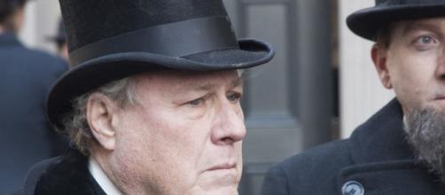 "John Heard, ""Home Alone"" actor, dies at 72 - Image -CBS News | YouTube"