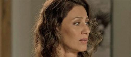 Joyce fica horrorizada ao ver a filha de barba. (Foto: Reprodução/TV Globo)