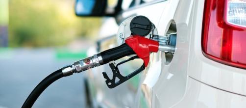 Juiz manda suspender aumento sobre PIS e Cofins que elevou o preço da gasolina, do etanol e do diese - Google