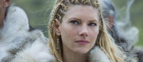 Katheryn Winnick interpretando a Lagertha en la serie Vikingos.