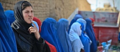 Muslim women wearing burka. [Image via ArmyAmber/Pixabay]