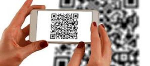 Scanning QR Codes | credit, freegreatpicture.com