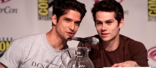 'Teen Wolf' Wondercon 2013 - https://upload.wikimedia.org/wikipedia/commons/9/9f/Tyler_Posey%2C_Dylan_O%27Brien_WonderCon_2013.jpg