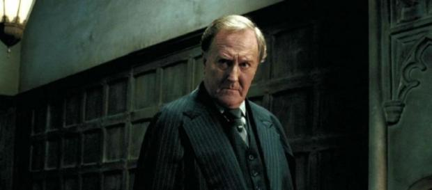 O ator Robert Hardy, na saga Harry Potter