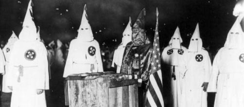 https://commons.wikimedia.org/wiki/File:KKK_night_rally_in_Chicago_c1920_cph.3b12355.jpg