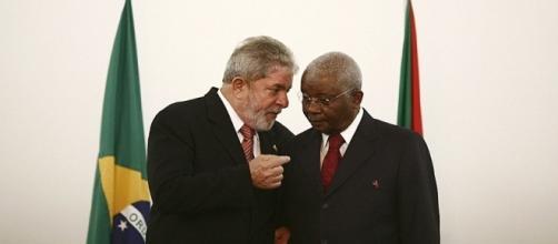 Lula e Armando Emílio Guebuza, ex-presidente de Moçambique, na cidade de Maputo em 2010