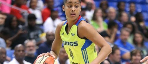 Skylar Diggins-Smith's 17 points and 11 rebounds helped the Dallas Wings defeat the Atlanta Dream 90-86. [Image via WNBA/YouTube]