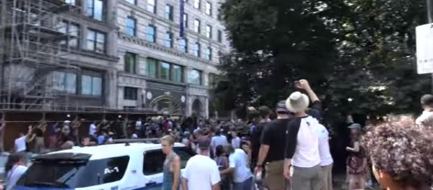 """Boston Police Clash with Counterprotesters at """"Free Speech"""" Rally while Exfiltrating Participants Image --Code3Paris 