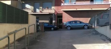Salida de un parking en Rubí, sin señalización.