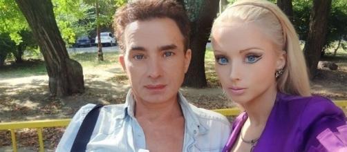 A Barbie humana tem uma família de bonecos ( Foto - Reprodução )