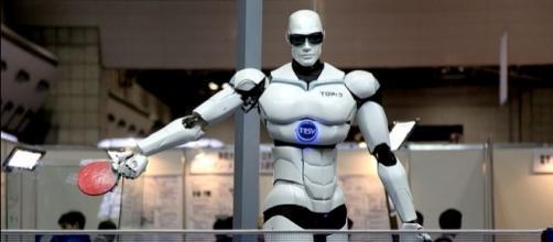 Bipedal humanoid robot at Tokyo International Robot Exhibition (Credit – Humanrobo – wikimediacommons)