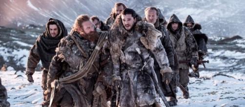"Jon Snow liderando seu grupo no episódio ""Beyond The Wall"""