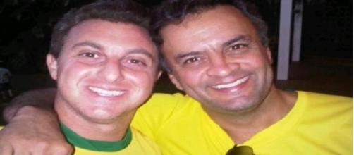 Luciano Huck apoiando politicamente o seu 'ex-amigo' Aécio Neves
