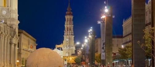 Veduta notturna della centrale Plaza de Pilar, Saragozza