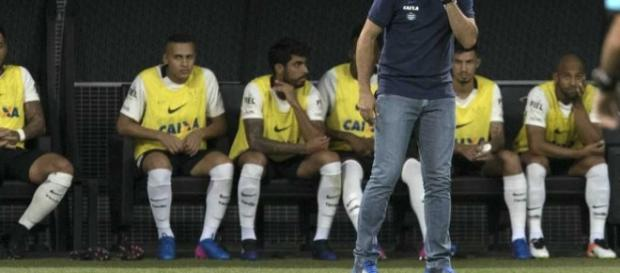 Corinthians mantém boa vantagem e segue líder