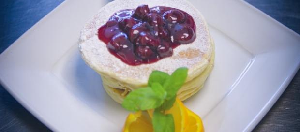 Mix up your pancake recipes. (image source: Pexels/Paweł Kmiecik)