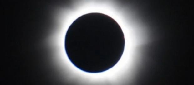 Solar eclipse to race across US coast to coast Source: https://upload.wikimedia.org/wikipedia/commons/1/17/Nasaeclipse13nov2012.png