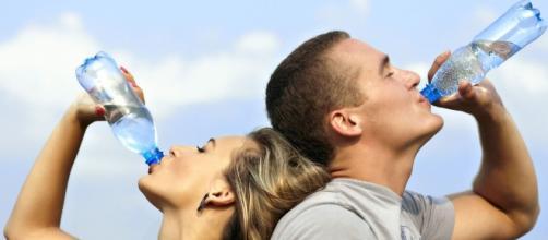 Beber bastante água diminui os riscos de ataques cardíacos em 41%
