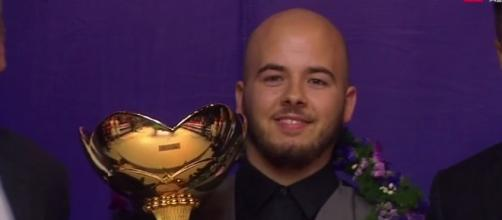 Belgian surprise - Luca Brecel with the China Championship trophy