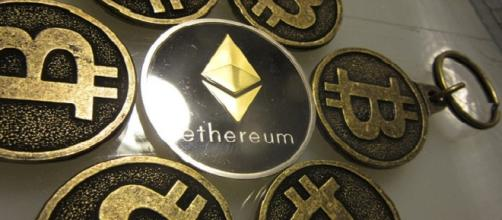 Bitcoin and Ethereum key chains credits:flick https://www.flickr.com/photos/btckeychain/30770561533